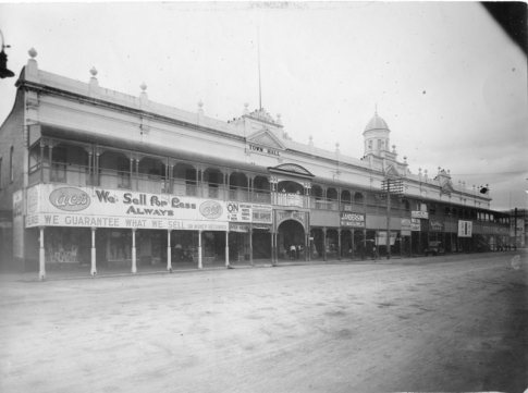 Town Hall, Flinders Street, Townsville, 1914. Photographer: W.J. Laurie. City Libraries Townsville, 315258. The Arcade entrance is below the tower.